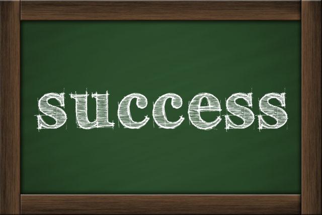 成功と書かれた黒板
