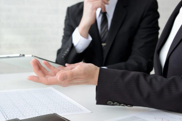 会議中のビジネスマン